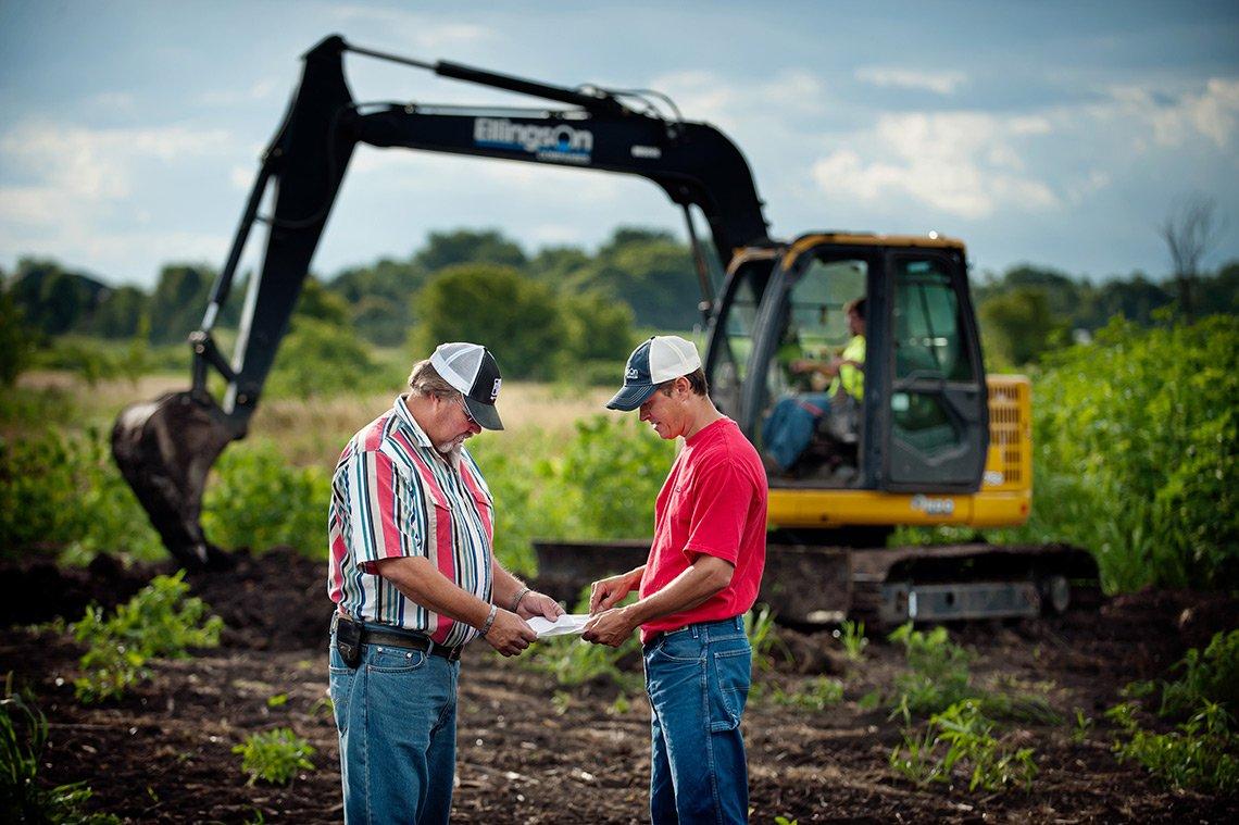 An Ellingson Companies sales rep discussing plans with a landowner