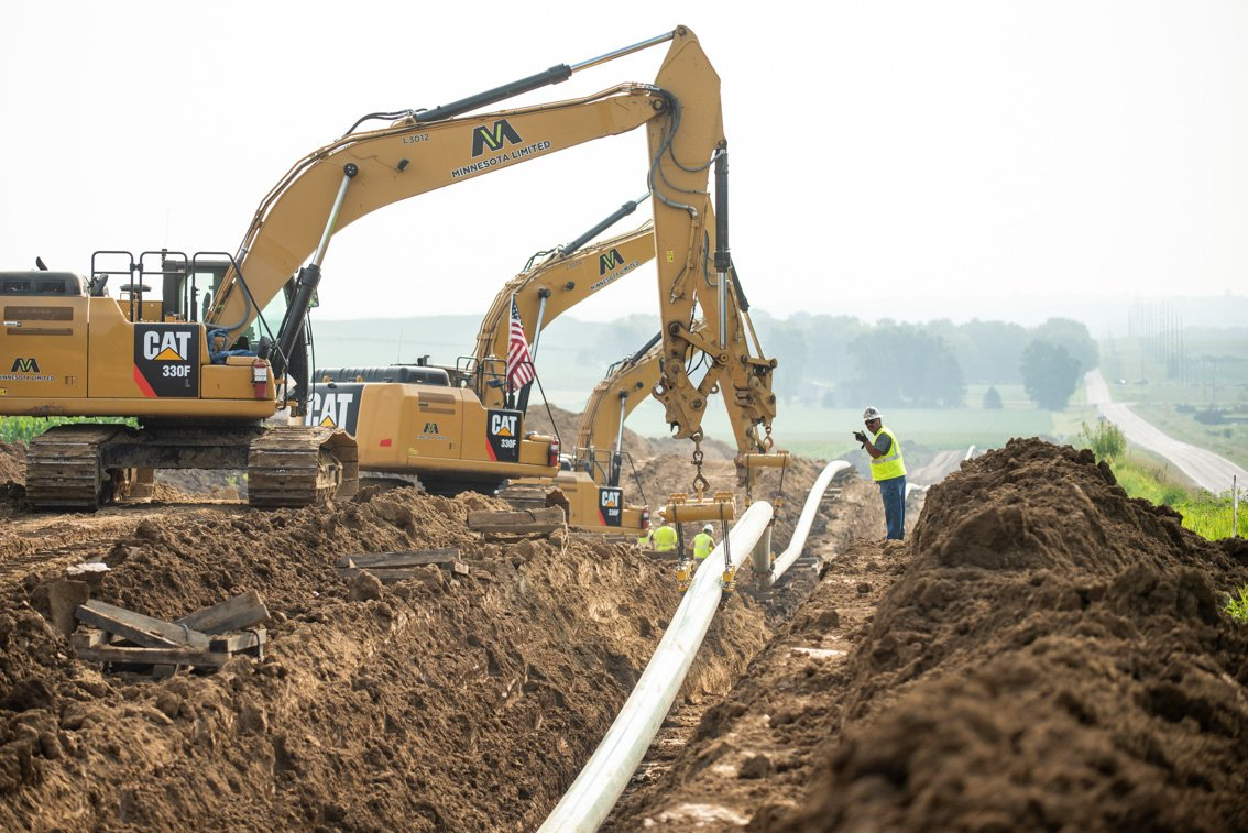 Laying pipeline in oil fields of SD