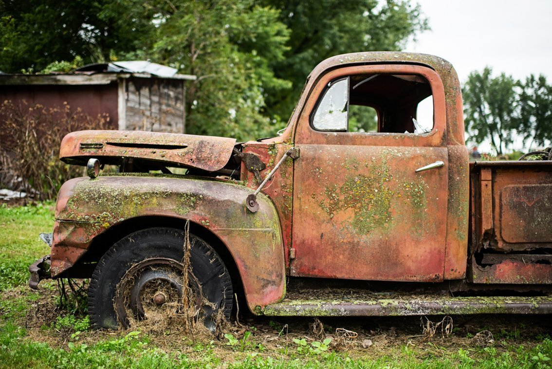 side view of rusted Ford F1
